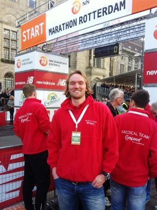 Sebastiaan Straetemans als medisch begeleider bij Rotterdam Marathon
